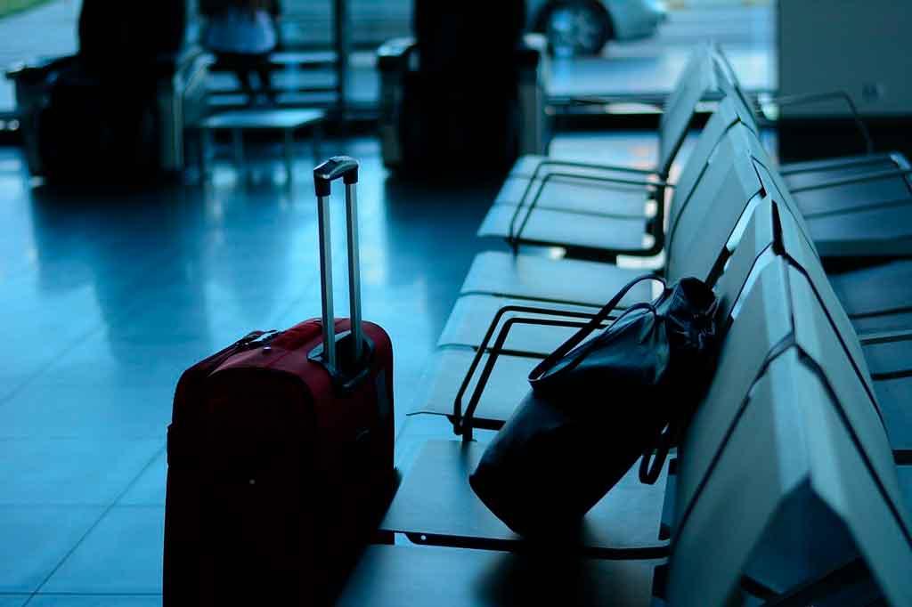 Como viajar só com bagagem de mão item pessoal
