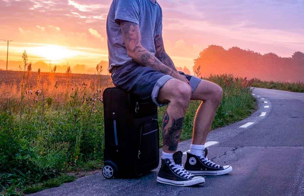 Como viajar só com bagagem de mão primavera e verão