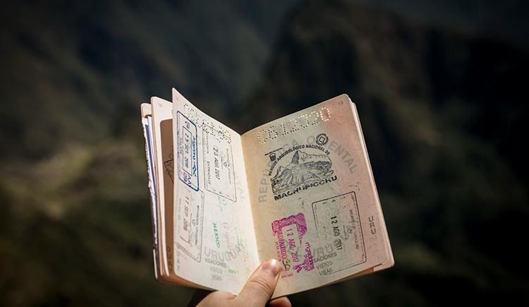 Atenção aos documentos necessários para solicitar o passaporte de bebê e criança