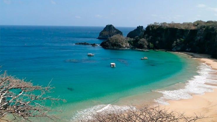 Conheça Baía de Sancho – uma das praias mais bonitas do mundo!