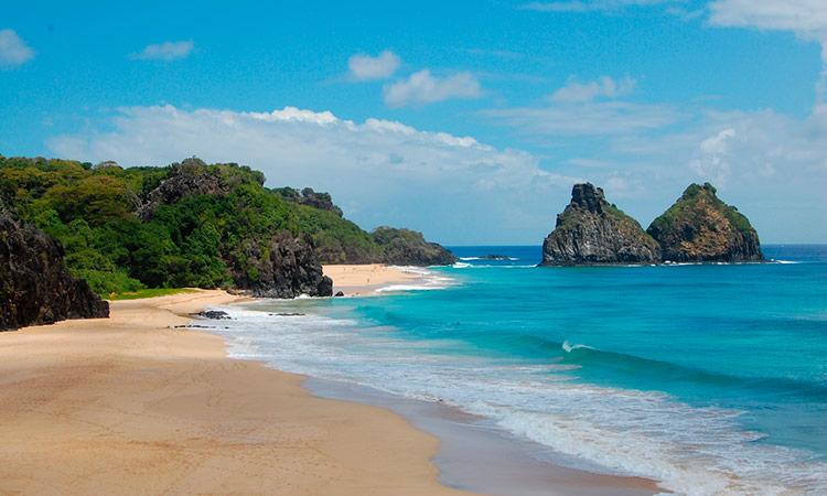 Fernando de Noronha leva a fama por ter uma das praias mais bonitas do mundo