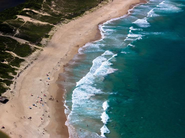 lugares com praia para viajar no Brasil