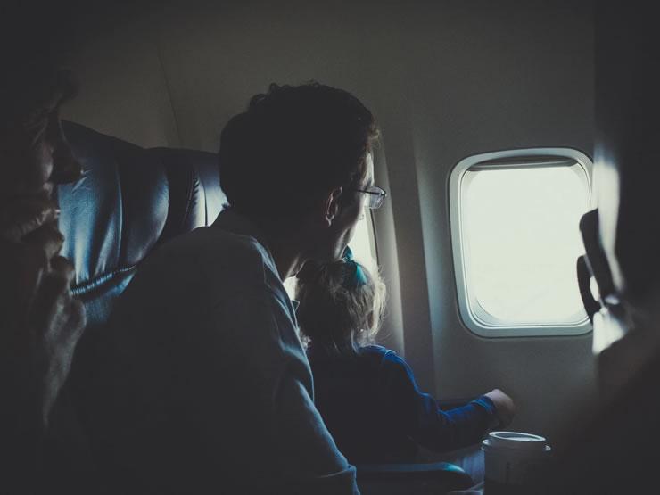 viagem de avião crianças