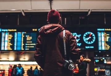 Viajar sozinho: melhores destinos, vantagens e dicas essenciais