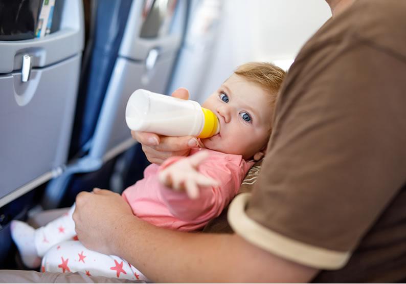 viajar com bebê amamentação alimentação