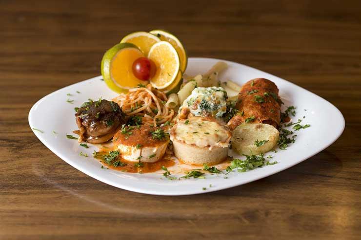 Quais são os melhores restaurantes da cidade destino?