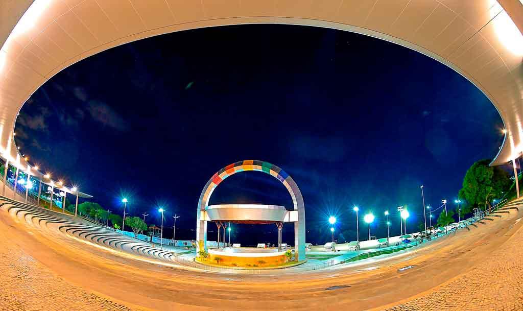Pontos turísticos de Manaus à noite