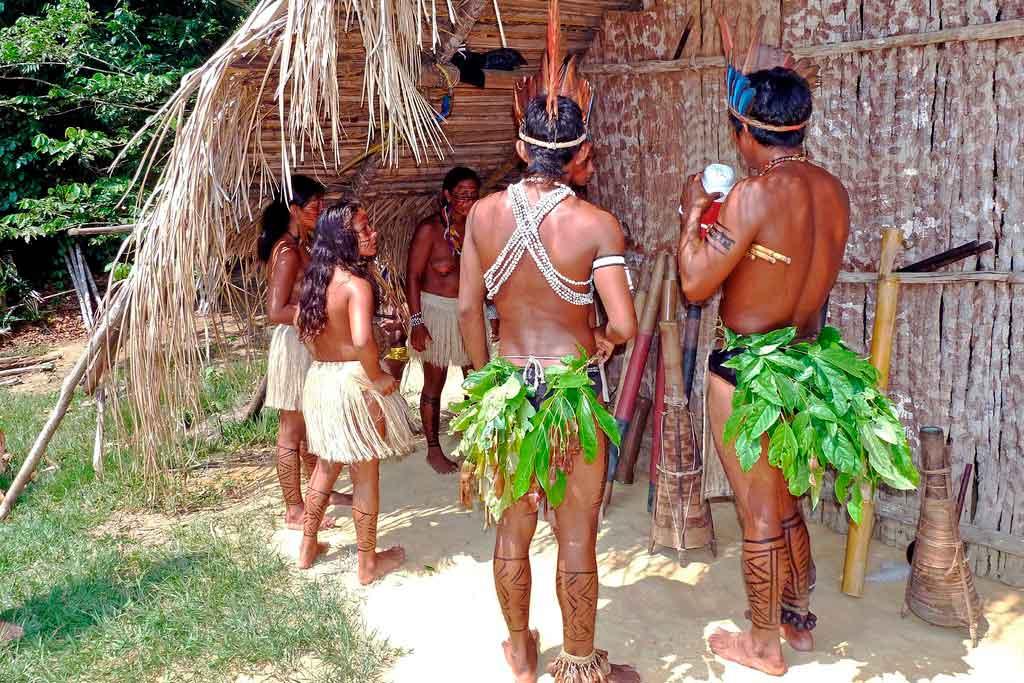 Encontro com tribos indígenas