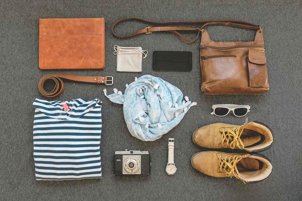 Como organizar uma mala de viagem a trabalho escolha os calçados e acessórios