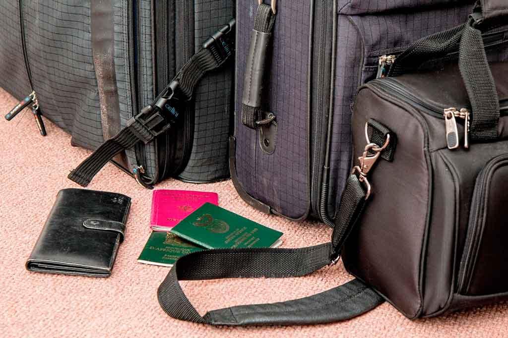 Como organizar uma mala de viagem a trabalho organize as peças mais delicadas