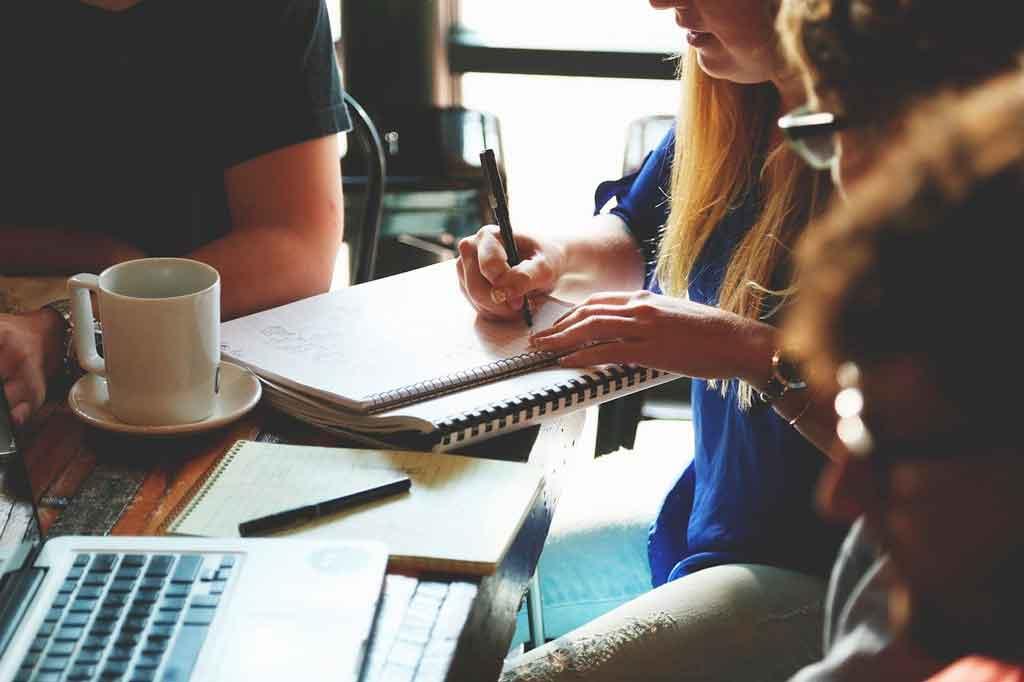 Como economizar em viagem corporativas oriente a equipe
