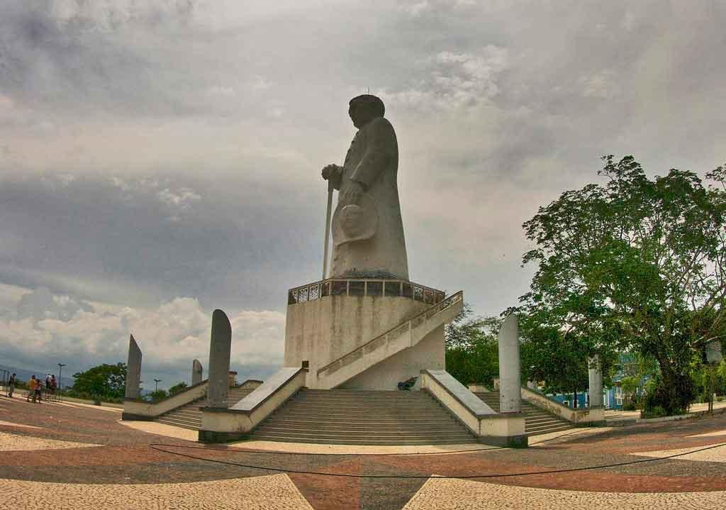 O que fazer em Jazueiro do Norte Estatua Padre Cicero