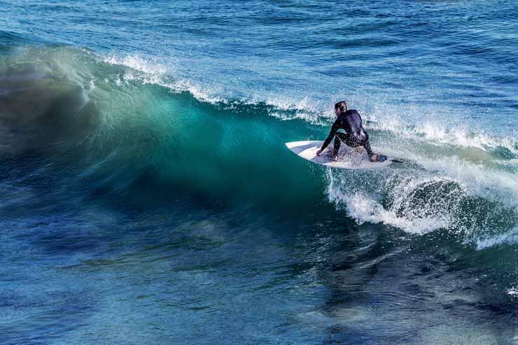 Quais praias boas para surf em Portugal?