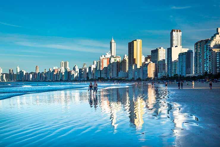 Onde fica a praia Barra da Lagoa?