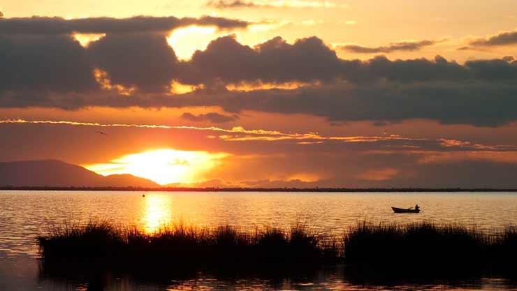 Onde fica o Lago Titicaca?