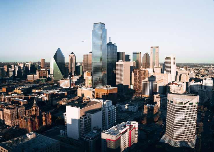Em que país fica Dallas?