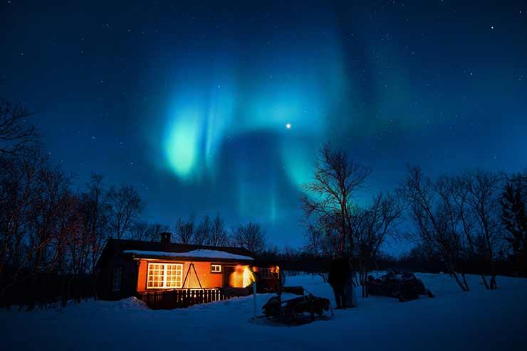 Qual a diferença aurora boreal e austral