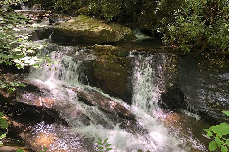 Tem cachoeira em São Bento do Sapucaí?
